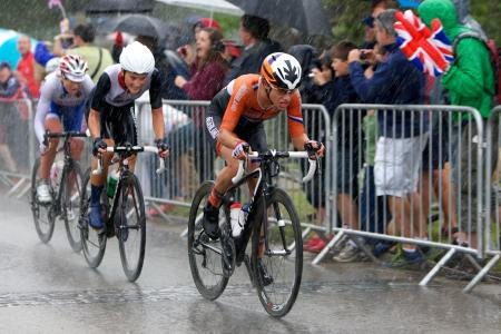 Photo finish: Lizzie Armitstead on her way to silver in the women's road race, behind eventual winner Marianne Vos from the Netherlands and ahead of bronze medallist Russian Olga Zabelinskaya. Picture from Richmond Park by Matthew Shard.