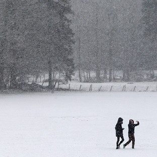 England braced for heavy snowfall