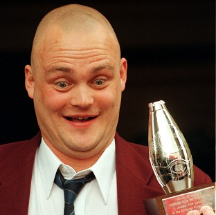 Newly-available online records show that pub landlord comic Al Murray is a distant cousin of Prime Minister David Cameron