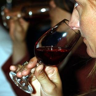Red wine and aspirin could deliver a knock-out punch to some pre-cancerous cells, research suggests