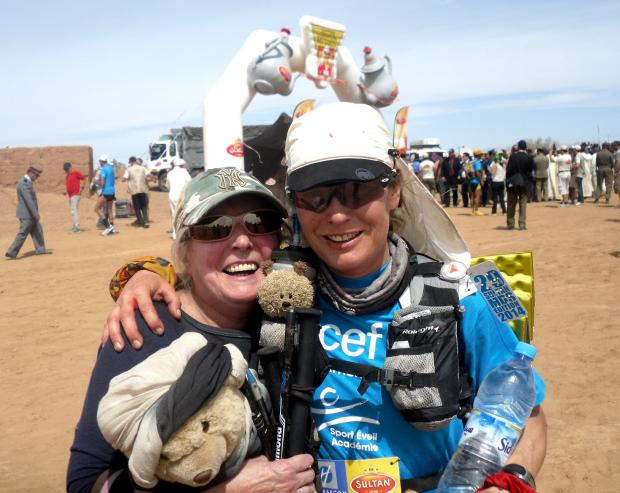 Fiona Oakes at the finish of the Marathon de Sables with her mother Muriel Oakes