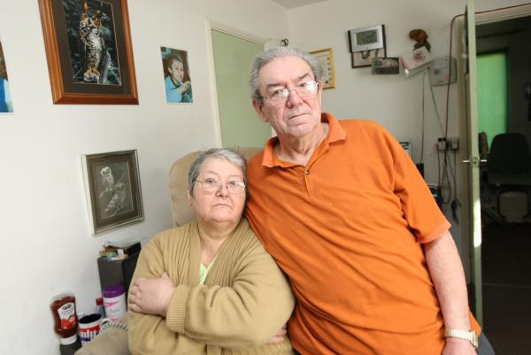 Richard and Edna Saward with their treatment from ERS Medical